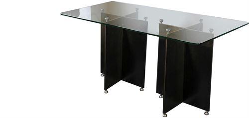 Stahlplattentisch mit Glasfläche
